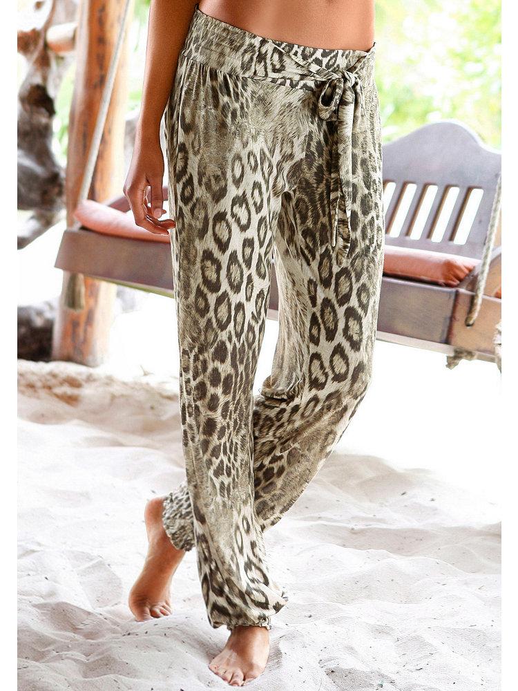 Если вы решили купить женские брюки, стоит, в первую очередь, соотнести Летние фасоны женских брюк можно дополнить